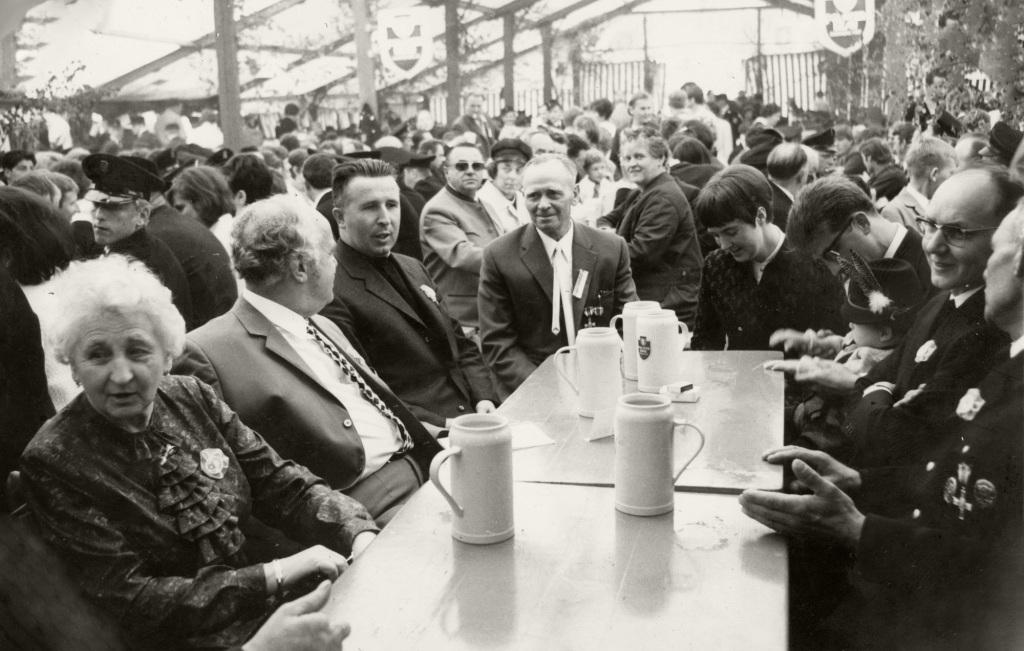 Historische Ansichten - Festzelt zur Schuleinweihung im Jahr 1964/1965 in Nankendorf