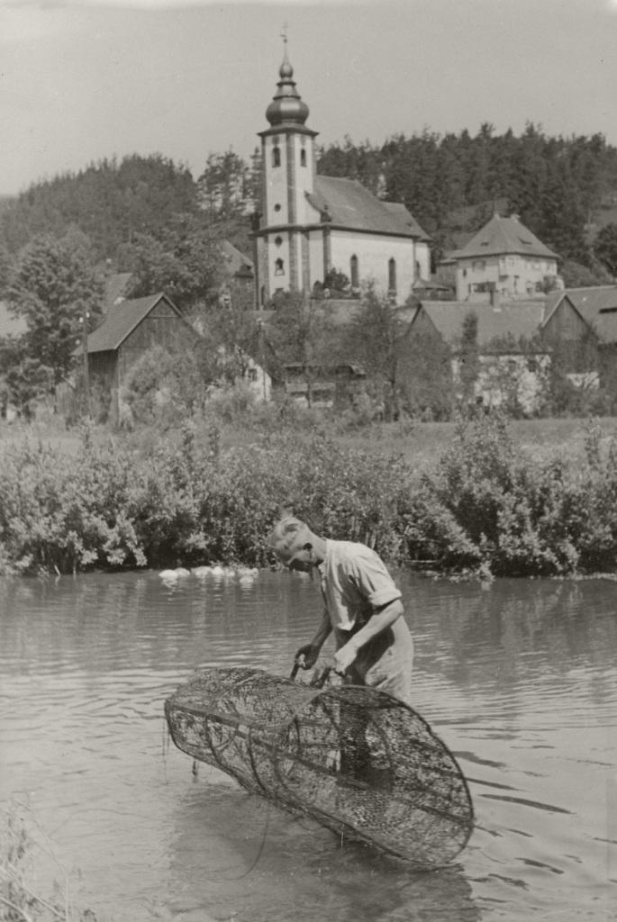 Historische Ansichten - Josef Sebald beim Fischfang in der Wiesent in Nankendorf
