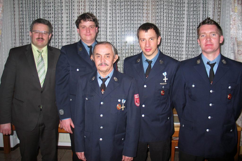 Der neu gewählte Vorstand der Freiwilligen Feuerwehr im Jahr 2015