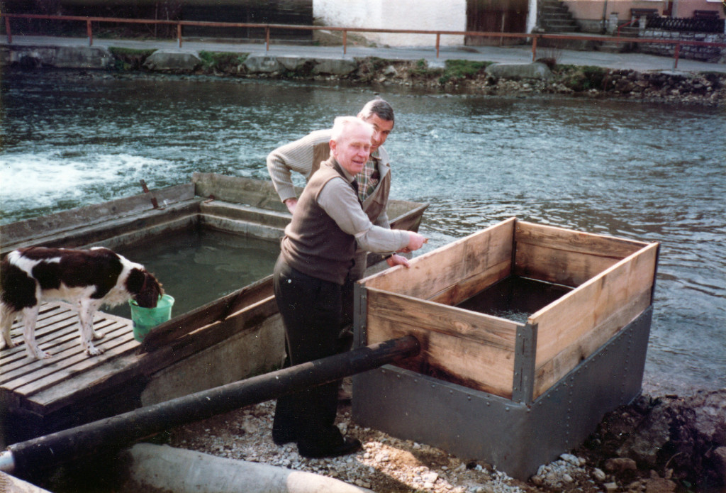 Historische Ansichten - Mai 1982 Mühlenbesitzer Josef Sebald mit Herrn Lengerer