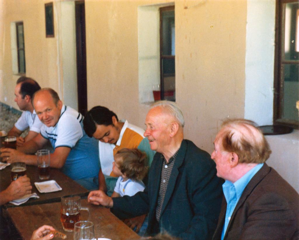 Historische Ansichten - 1989 Josef Sebald zusammen mit den Dorfbewohnern von Nankendorf